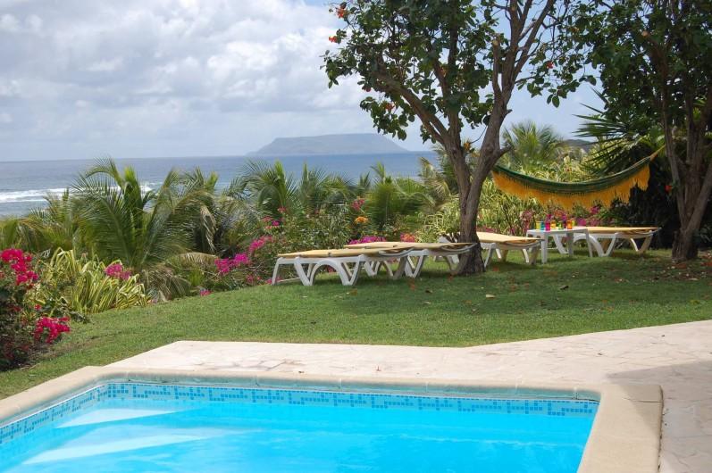 Location de vacances - Villa à Saint-François - La Désirade, le lagon, transats et hamac.