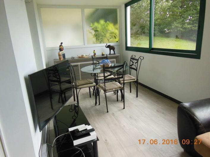 Location de vacances - Appartement à Bidart - Terrasse coté gauche coin repas
