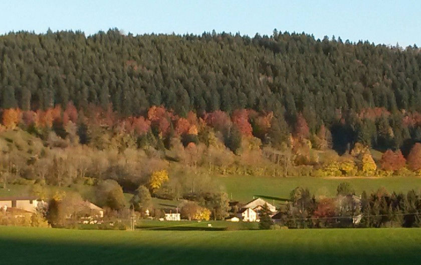 Location de vacances - Gîte à Les Fins - vue depuis le  gîte en automne