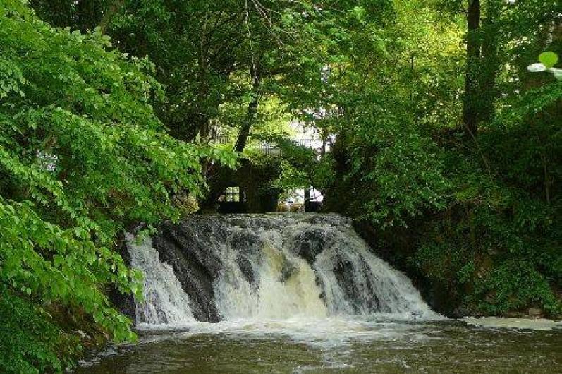 Location de vacances - Gîte à Anor - La cascade en vous promenant sur le site de 20 ha