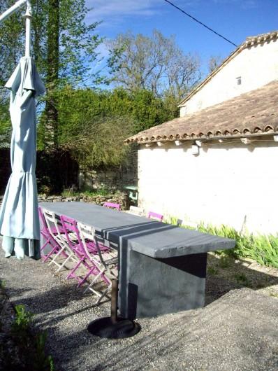Location de vacances - Villa à Montdoumerc - Une des tables de jardin pour 10 personnes