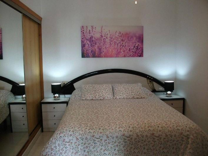Location de vacances - Appartement à Puerto de Mazarrón - grande chambre avec literie matelat neuf 150 x 190 et un très grand armoire