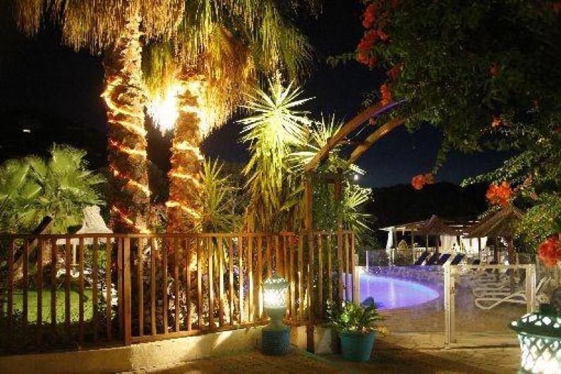 Location de vacances - Bungalow - Mobilhome à Sainte-Lucie de Porto-Vecchio - entree piscine restaurant bar