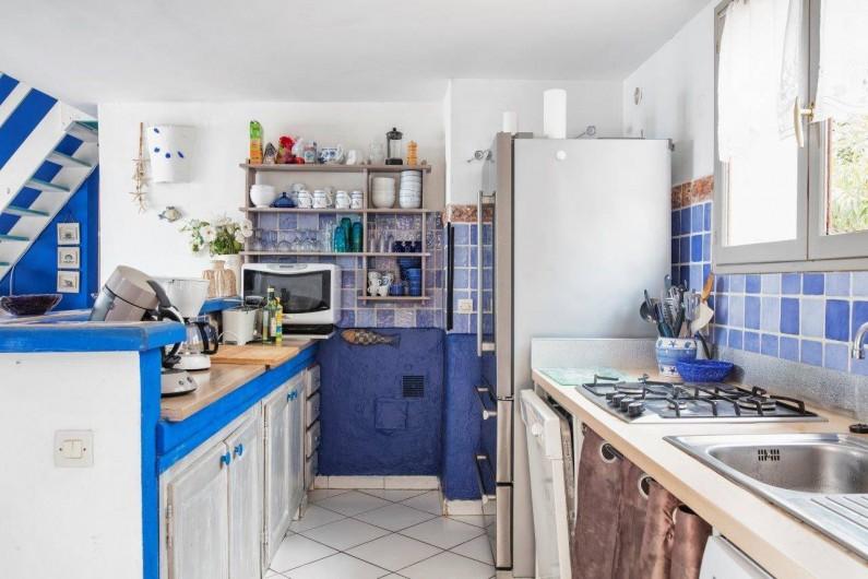 Location de vacances - Bungalow - Mobilhome à Sainte-Lucie de Porto-Vecchio - cuisine villa 14 pers