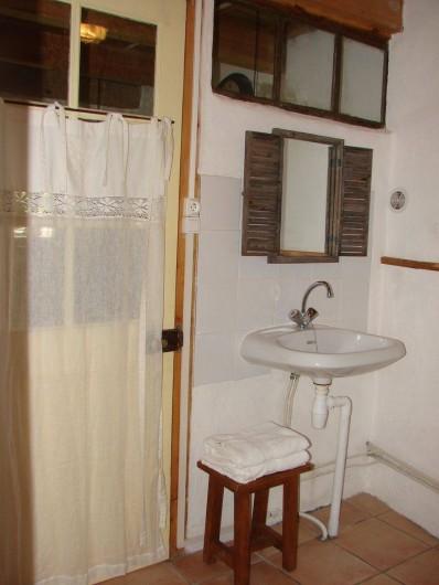 Location de vacances - Gîte à Vernoux-en-Vivarais - La grande maison (salle d'eau+toilette)