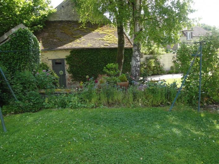 Location de vacances - Chambre d'hôtes à Saint-Loup-de-Naud - Petit cabanon recouvert de lierre