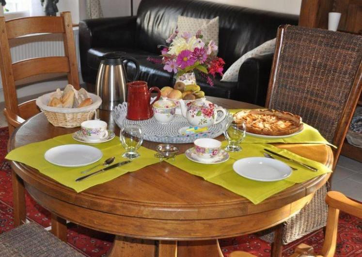 Location de vacances - Chambre d'hôtes à Saint-Loup-de-Naud - Table du petit-déjeuner