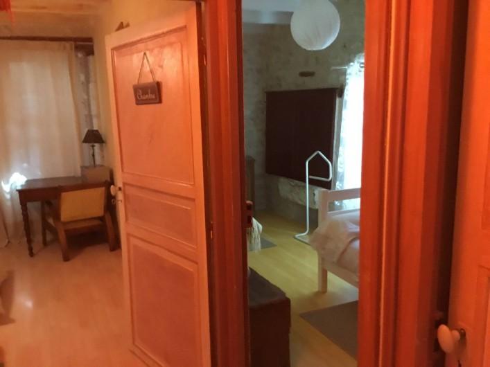 Location de vacances - Gîte à Lendou-en-Quercy - entrée des 2 ch à l'étage