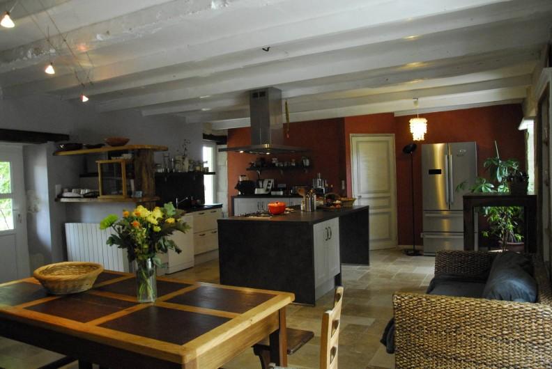 Location de vacances - Gîte à Lendou-en-Quercy - Cuisine à l'étage