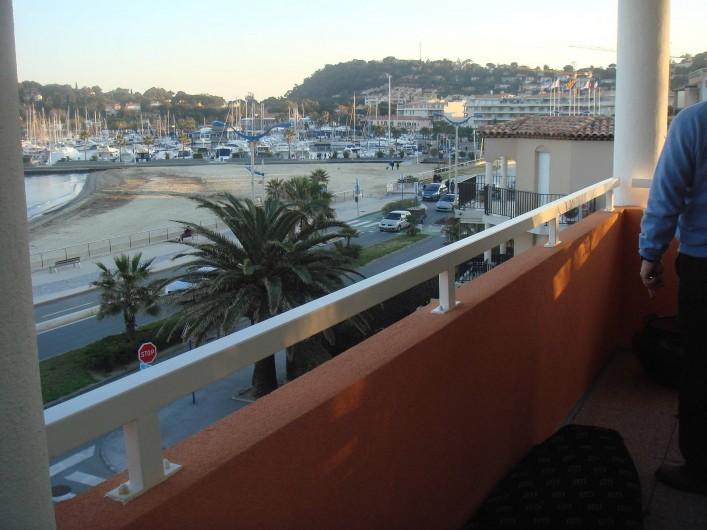 Location de vacances - Appartement à Cavalaire-sur-Mer - Vue Vers le port