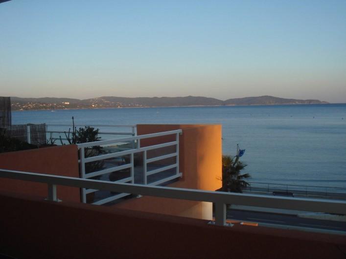 Location de vacances - Appartement à Cavalaire-sur-Mer - Vue vers l'Est