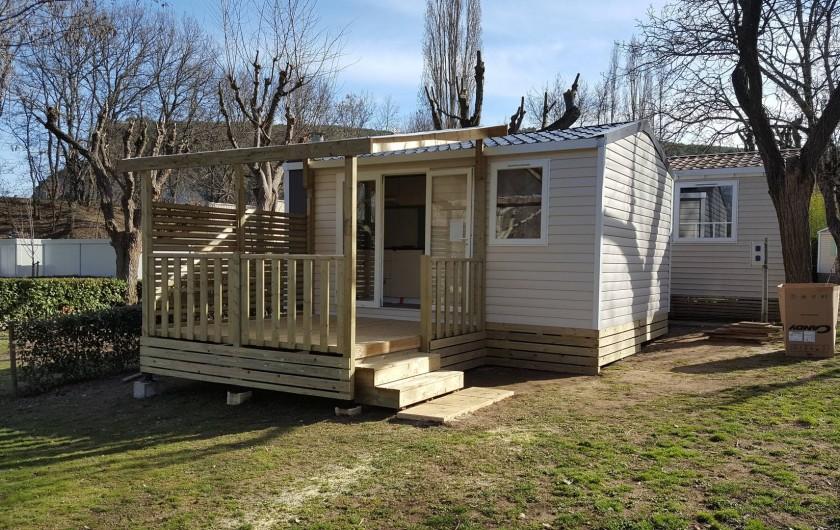 Location de vacances - Camping à Salavas - Mobil home Cahita  1 chambre 2 personnes climatisé