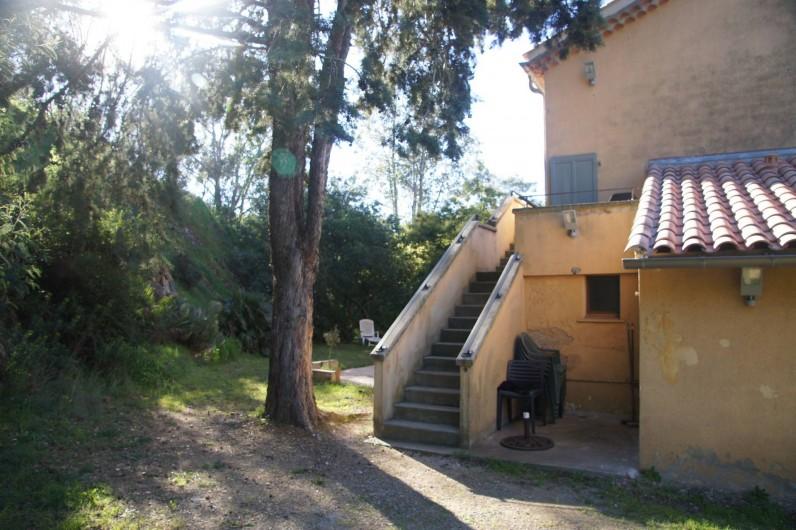 Location de vacances - Appartement à La Croix-Valmer - entrée par l'arrière de la maison