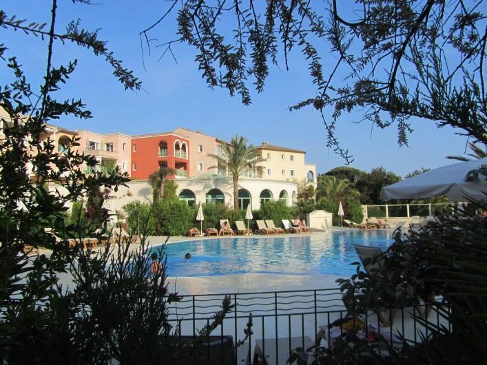 """Location de vacances - Appartement à Roquebrune-sur-Argens - """" les Calanques """"  sa Thalasso  sa piscine d'eau de mer"""