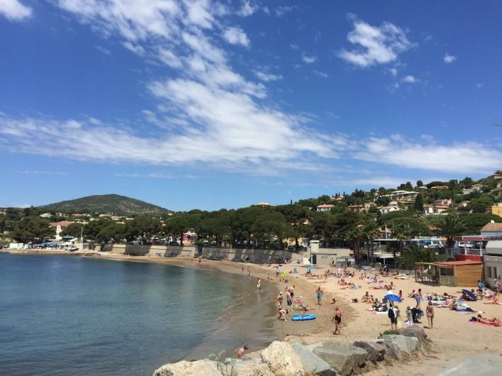 Location de vacances - Appartement à Roquebrune-sur-Argens - Restaurant/bar extérieur