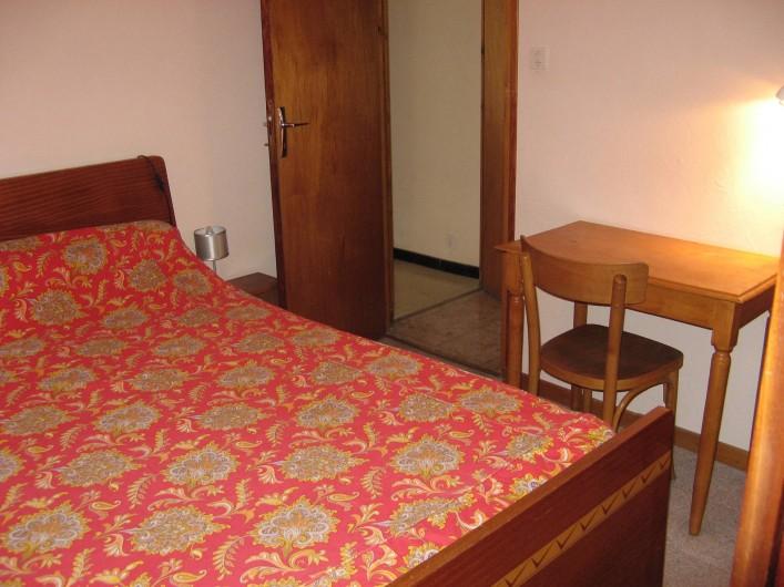 Location de vacances - Appartement à Guillestre - Lit 2 couchages avec placard