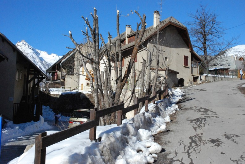 Location de vacances - Appartement à Le Monêtier-les-Bains - Accès par la Rue de la petite Turrière