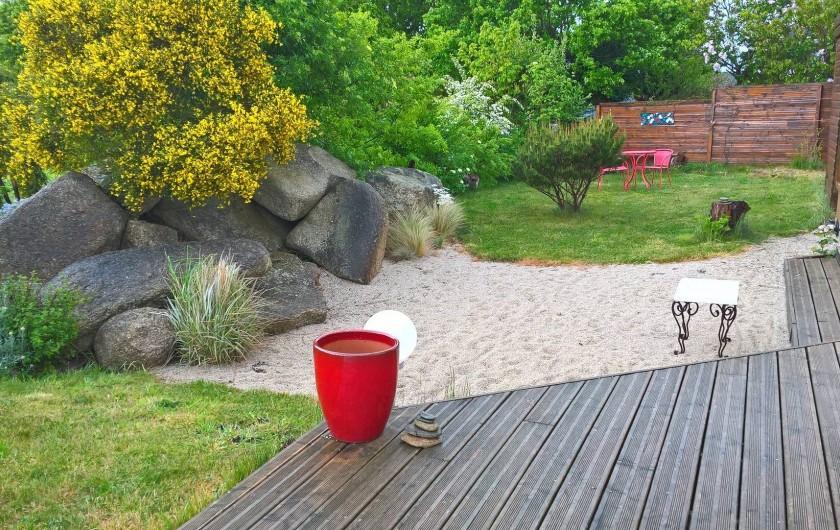 """Location de vacances - Gîte à Concarneau - jardin """"plage"""""""