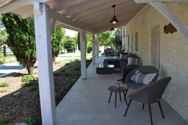 Location de vacances - Gîte à Lougratte - Terrasse couverte à l'avant