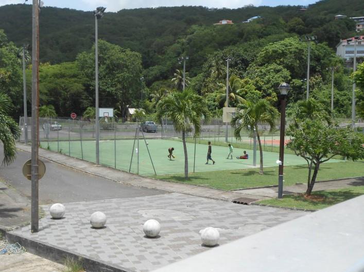 Location de vacances - Chalet à Deshaies - terrain de tennis