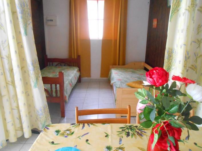 Location de vacances - Chalet à Deshaies - coin chambre avec un lit gygogne et 1 lit simple