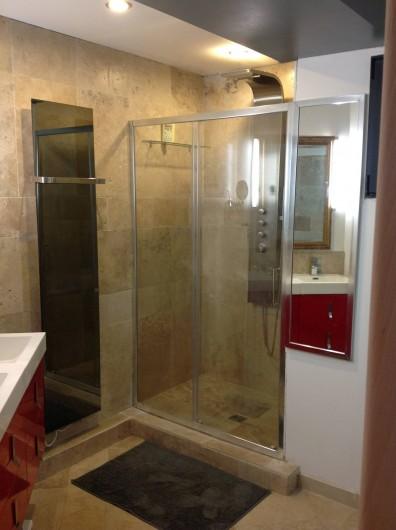 Location de vacances - Villa à Grabels - salle de bain 1