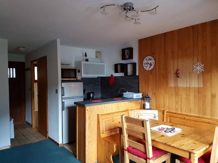 Location de vacances - Appartement à Champagny-en-Vanoise - Cuisine ouverte sur séjour.