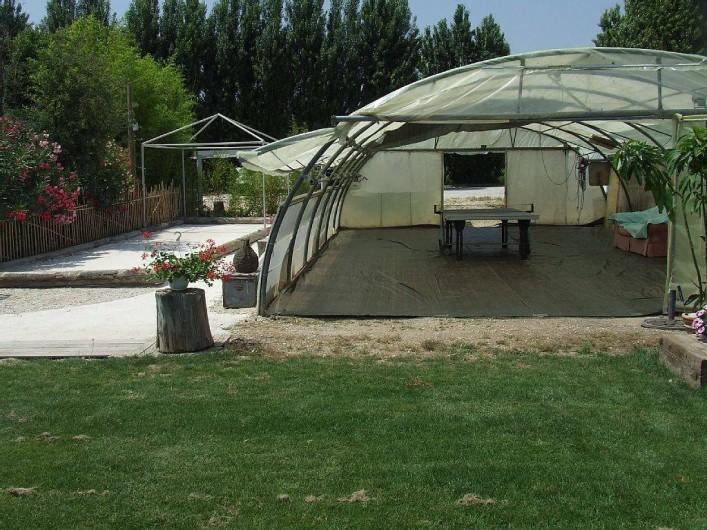 Location de vacances - Appartement à La Cadière-d'Azur - espace table de ping pong et jeu de boule
