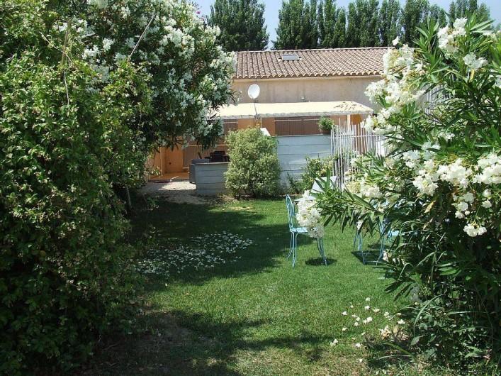 Location de vacances - Appartement à La Cadière-d'Azur - le jardin et ces fleurs