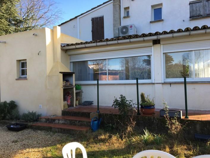 Location de vacances - Appartement à Montaren-et-Saint-Médiers - VUE  extérieure