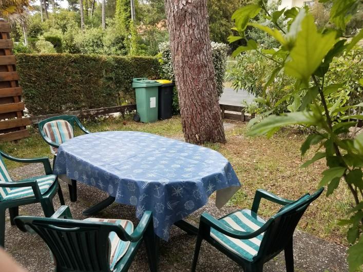 Location de vacances - Maison - Villa à Ronce les Bains - Le jardinet, vu de la maison