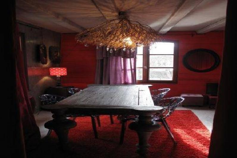 Location de vacances - Appartement à Strasbourg - Grande table du salon