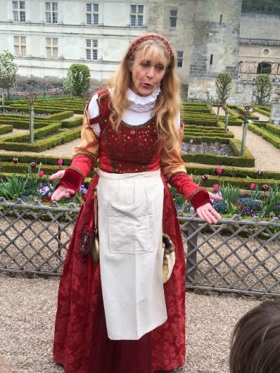 Location de vacances - Villa à Berthenay - Villandry, dans les jardins, la gardienne du potager fait visiter