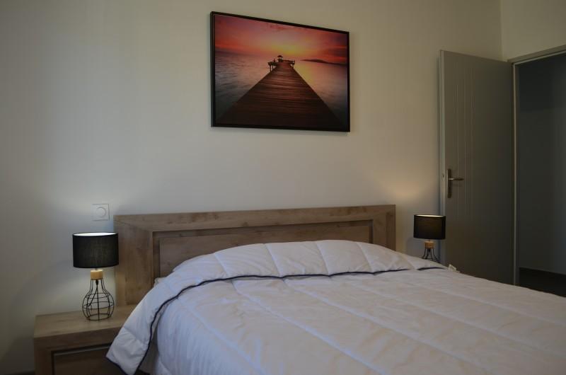 Location de vacances - Villa à Saint-Sauveur-de-Cruzières - Chambre avec lit en 160*200cm