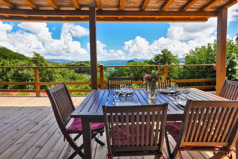 Location de vacances - Villa à Les Trois-Îlets - Vue du coin repas terrasse