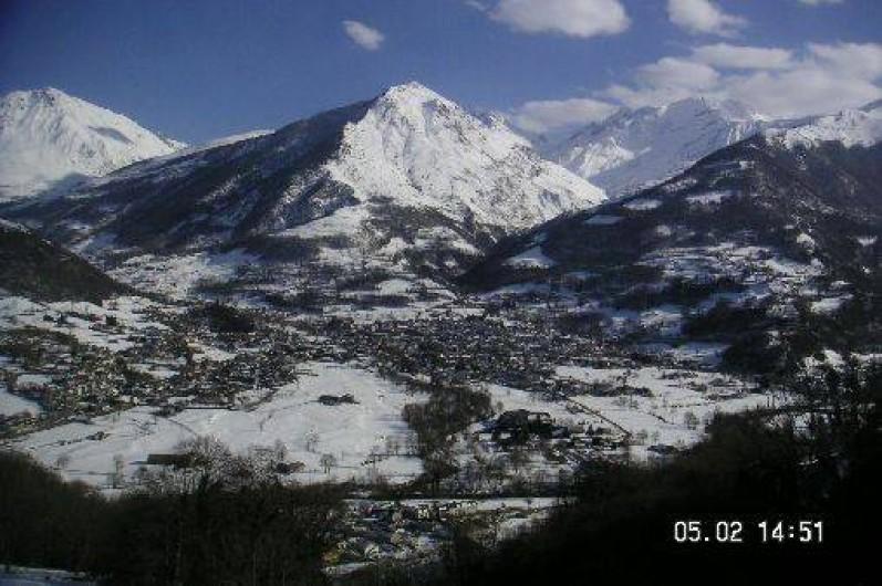 Location de vacances - Appartement à Luz-Saint-Sauveur - Vue splendide sur la vallée enneigée depuis le chalet