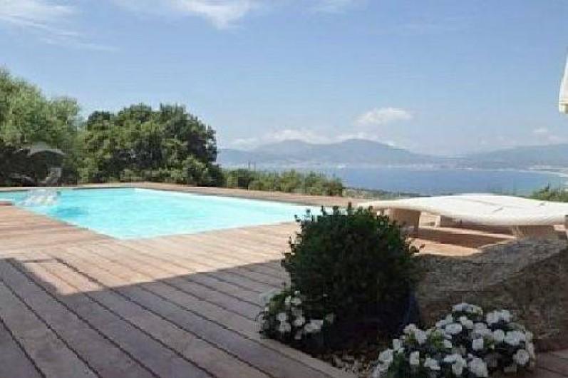 Location de vacances - Villa à Porticcio - Golfe d'Ajaccio vu de la piscine