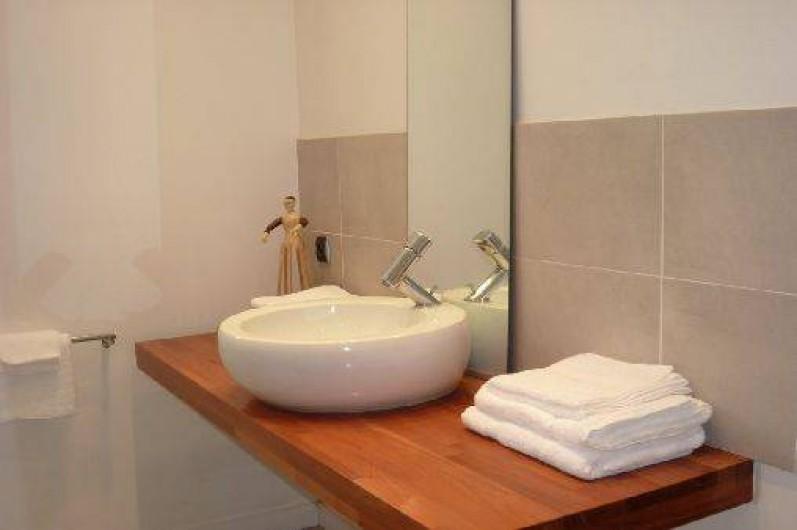 Location de vacances - Villa à Porticcio - Une parte de la salle de bain des parents
