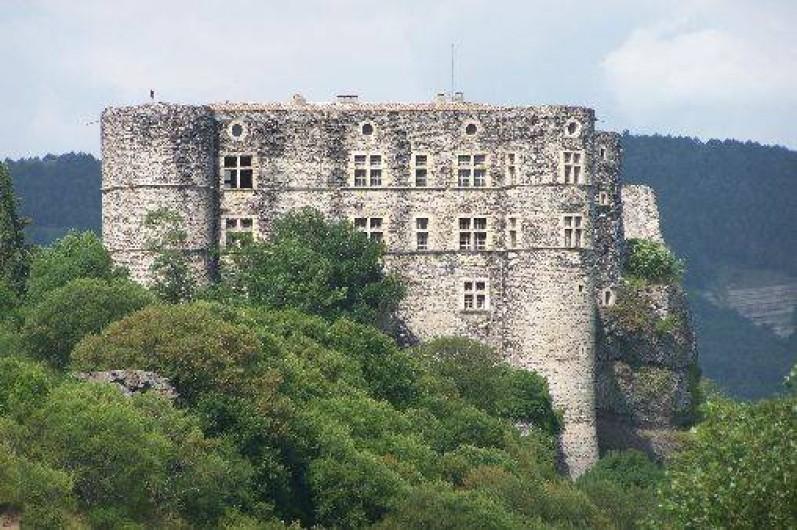 Location de vacances - Roulotte à Saint-Jean-le-Centenier -  A proximité : Château d'Alba La Romaine