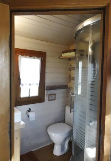 Location de vacances - Roulotte à Saint-Jean-le-Centenier - salle de bain
