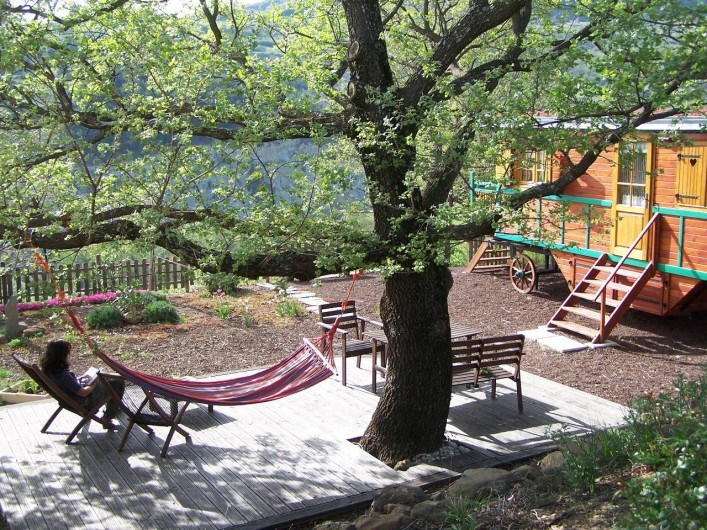 Location de vacances - Roulotte à Saint-Jean-le-Centenier - Belle terrasse ombragée