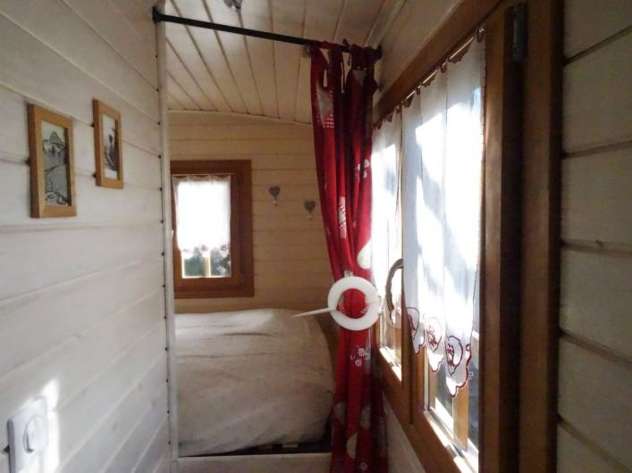 Location de vacances - Roulotte à Saint-Jean-le-Centenier - Accès chambre