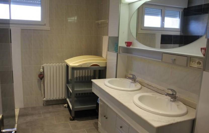 Location de vacances - Gîte à Sirod - Salle d'eau à l'étage