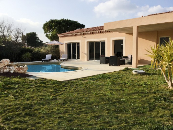 Location de vacances - Villa à Aureille - Jardin de votre location pour 4 personnes