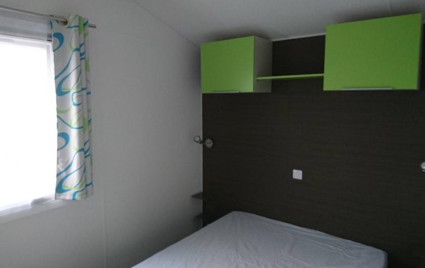 Location de vacances - Bungalow - Mobilhome à Aire-sur-la-Lys - Chambre avec lit double