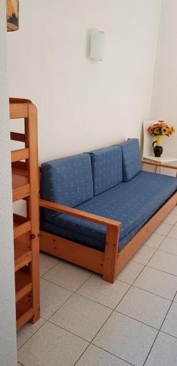 Location de vacances - Villa à Saint-Cyprien Plage - Mezzanine - canapé lit 1 place