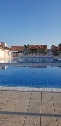 Location de vacances - Villa à Saint-Cyprien Plage - Piscine : grand bassin et petit bassin enfants