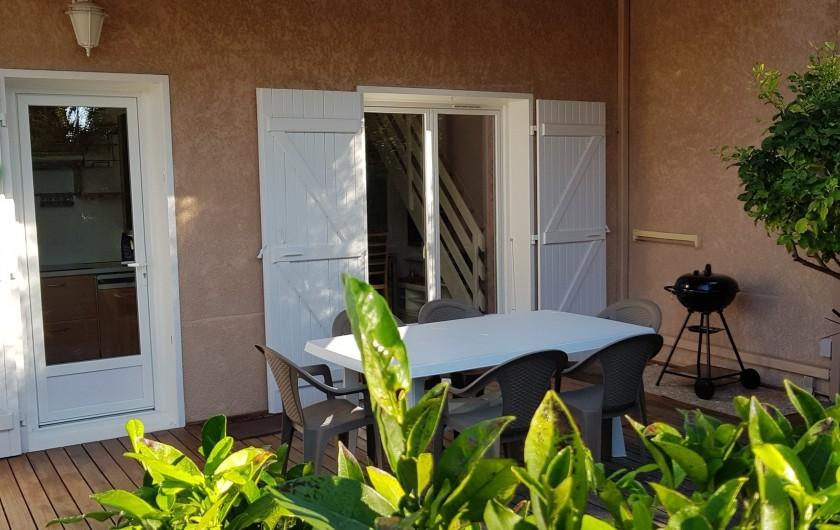 Location de vacances - Villa à Saint-Cyprien Plage - Une partie de la terrasse