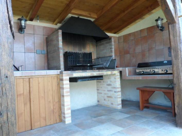 Location de vacances - Gîte à Trezebens - Barbecue bois/charbon et plancha à gaz