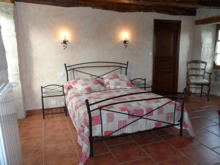 """Location de vacances - Gîte à Trezebens - rez de chaussée, chambre """"Kévin"""" 1 lit 2 pers et 1 lit 1 pers."""